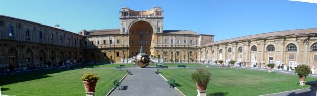 Vaticano_-_Cortile_della_Pigna_1163-5